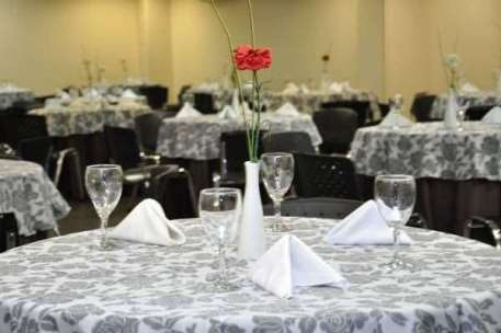 Crystal Plaza Hotel Business And Service - Finados